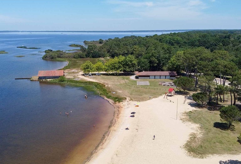 Rafraîchissez-vous à 5 minutes du camping au Lac de Sainte-Eulalie